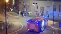"""Terreinwagen mist rotonde en gaat over de kop: """"Tweede keer dit jaar dat auto tegen onze gevel belandt"""""""