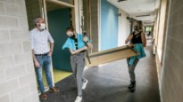 Leerlingen helpen bij verhuizing naar nieuwbouw
