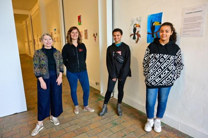 """Kinderen in kwetsbare situaties stellen kunst tentoon op Eilandje: """"Een fantastisch initiatief"""""""
