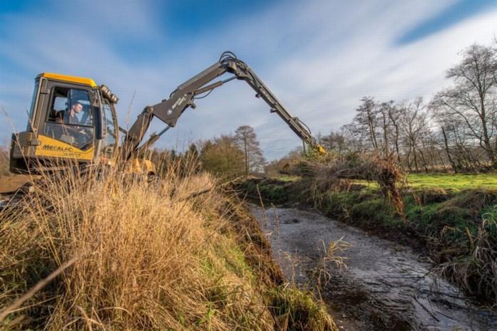 Grote waterlopen worden niet meer geruimd in 2020 om droogte tegen te gaan
