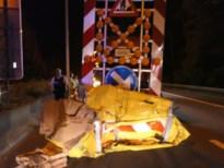 Terreinwagen knalt tegen botsabsorbeerder op E313 in Olen