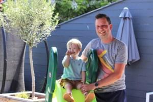 """Papa van downkindje (4): """"Lowe mag niet naar school omdat hij op 7 kilometer woont en dat is te ver"""""""