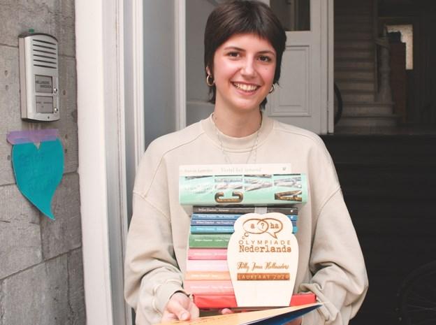 """Antwerpse (17) wint taalprijs van universiteit: """"Superleuk om te ontdekken dat iederéén dt-fouten maakt"""""""