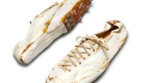 Vijftig jaar oude sportschoenen gemaakt door oprichter Nike brengen 162.500 dollar op