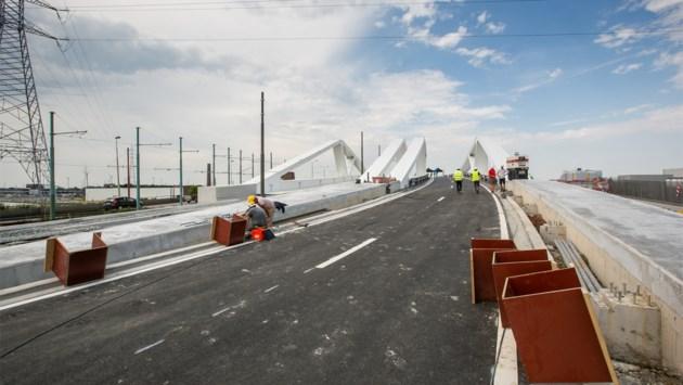 Nieuwe brug aan Sportpaleis: operatie vernieuwing nu halfweg