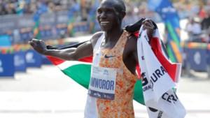 Marathontopper Kamworor breekt been bij aanrijding