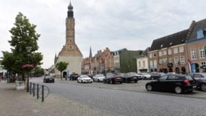Plein Publiek. Grote Markt Herentals: Karmelietessen, Duitse bezetters, marktkramers en luchtballonnen