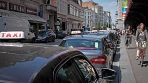 """Onenigheid over opheffing taxireglement op Antwerpse gemeenteraad: """"Sp.a stemt mee voor sociale dumping"""""""
