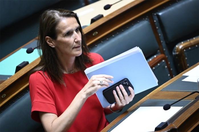 """Overlegcomité heeft nog heel wat katjes te geselen: kan Fase 4 woensdag wel starten? """"Dit land wordt bestuurd via Whatsapp"""""""