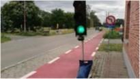 Verkeerslichten tussen Stabroek en Berendrecht gesaboteerd en in de gracht gegooid