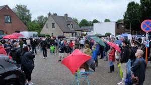 """Driehonderd buurtbewoners protesteren tegen Scholenproject Kaart: """"104 wooneenheden is echt te veel"""""""