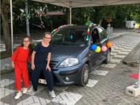 Leerlingen halen getuigschrift op in drive-through