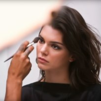 Topmodel Kendall Jenner in vuur en vlam dankzij Belgische outfit