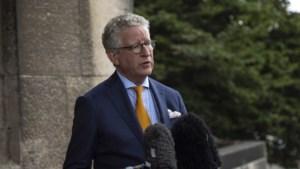 """Minister De Crem fluit burgemeester terug die mondmasker verplicht in winkels: """"Dit is niet de bedoeling"""""""