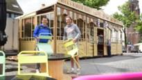 Ondernemers zetten 'Barber Shop' van 130 jaar oud op terrasplein