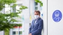 """De burgemeester die mondmaskers voor twee uur verplicht maakte: """"Als mijn vrouw iets aanbeveelt, dan doe ik dat ook meestal"""""""