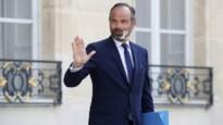 Voltallige Franse regering neemt ontslag, president Macron wil beleid bijsturen met volledig nieuwe ploeg