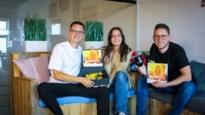 Jonge ondernemers stellen Boozebox samen, gevuld met spelmateriaal voor thuisfeestjes