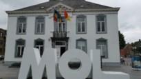 Reuzenletters heten iedereen welkom in Mol