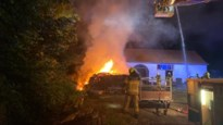 Honderden balen stro gaan in vlammen op in Zandhoven