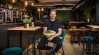 """Gedaan met karaoke: Bonaparte op Antwerpse Grote Markt wordt eetcafé """"met meezingers"""""""