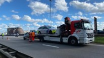Politie rijdt auto klem op Antwerpse Ring, drugs gevonden