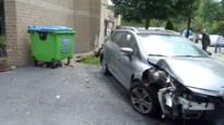 95-jarige chauffeur richt flinke ravage aan bij dienstencentrum in Hove
