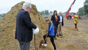 """Bouw van gymhal officieel gestart: """"We verspillen nu veel tijd met opbouwen en afbreken"""""""