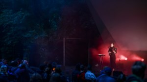 Openluchttheater gaat terug van start: nog niet dansen, wel genieten (ondanks de regen)