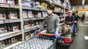 """Van Ranst over plotse verplichting van mondmaskers in winkels: """"De tijd was er rijp voor"""""""