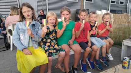 FC Blaasveld opent Zomerbar met springkasteel