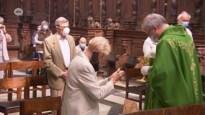 """Niet iedereen blij met mondmasker in kerk: """"De Heer maakt ons niet ziek, de duivel wel"""""""