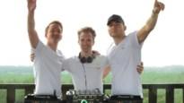 Drie jonge dj's draaien set vanop Toeristentoren in Herentals als eerbetoon aan overleden twintiger