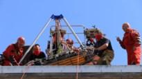 Verwarde en gewonde vrouw gered van dak op Grote Markt in Sint-Niklaas