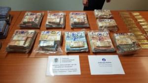 37 kilo coke gevonden in schip in Gent: huiszoeking in Antwerpen levert gigantische hoeveelheid cash geld op