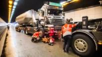 Kennedytunnel vrijgemaakt na kop-staartaanrijding met vrachtwagens