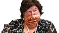 Maggie De Block met Antwerps Maggie-masker