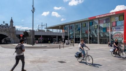 Meer bomen en minder auto's op Mediaplein achter Centraal Station