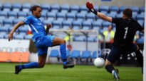 OEFENWEDSTRIJDEN. Genk debuteert met winst tegen ex-coach, Charleroi in slot zwaar onderuit