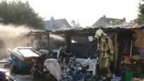 Uitslaande brand legt werkatelier in de as: brandweer kan explosie met propaangas voorkomen