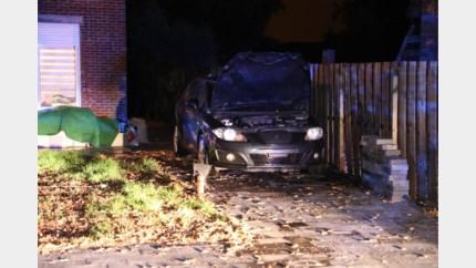 Molotovcocktail gegooid naar auto in Muizen