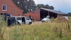 Speurders ontmantelen drugslabo in boerderij, Nederlander die in pand aanwezig was opgepakt