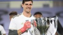"""Thibaut Courtois pronkt voor de derde keer met trofee van beste doelman in Spanje: """"De muur van de kampioen"""""""
