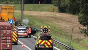 Wagen belandt tegen vangrail bij ongeval op E313 richting Antwerpen
