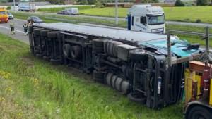 Vrachtwagenchauffeur gewond bij ongeval op E19