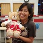 Vrouw (mede dankzij Hollywoodster Ryan Reynolds) herenigd met gestolen teddybeer die stem van haar overleden moeder bevatte