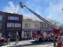 Woning onbewoonbaar verklaard na uitslaande brand door dakwerken