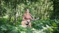 """De stilste zomer van zangeres Chantal Acda: """"Jammer dat alles altijd vast hangt aan geld en de economie"""""""