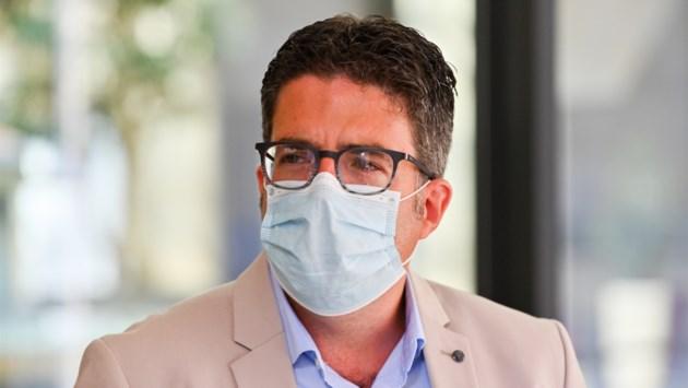 """Steven Van Gucht terug uit verlof: """"We mogen niet wachten op het moment dat ziekenhuizen weer vol liggen"""""""
