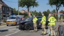 Auto botst tegen boom op Molsebaan